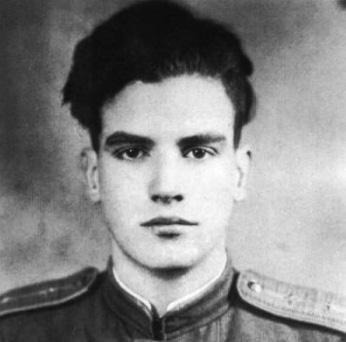 El teniente de la Fuerza Aérea Soviética Luis Lavín en 1945