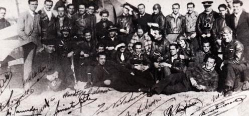 Vives y Colomer posan con sus compañeros en octubre de 1936